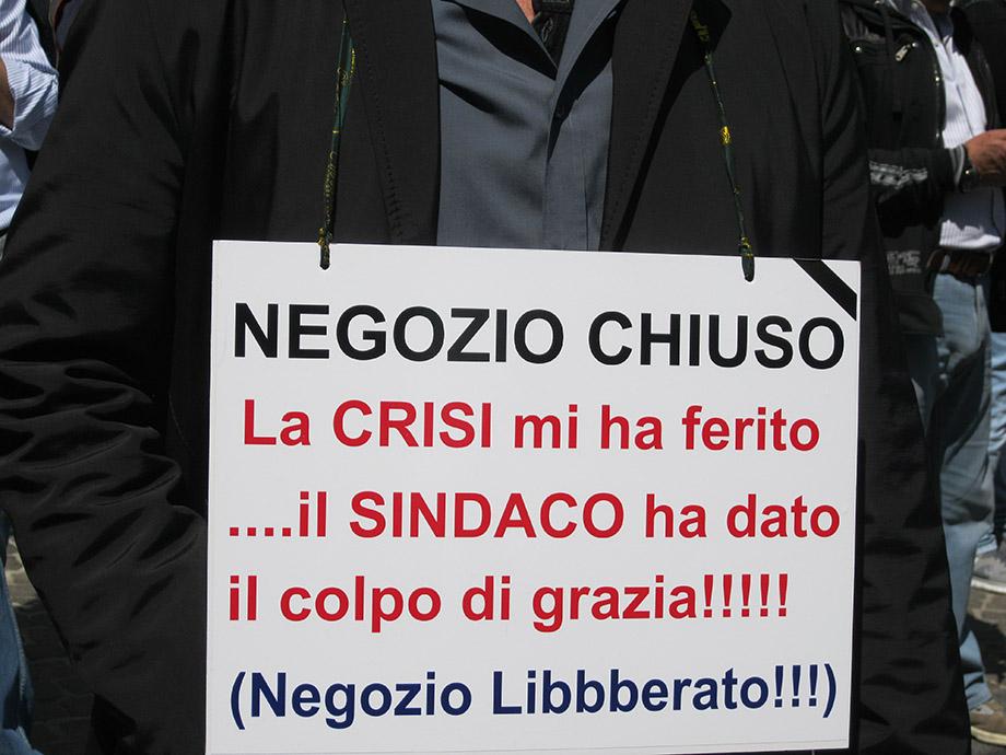 """Napoli: insorgono i commercianti: """"Non vogliamo più la 'Ztl'"""""""