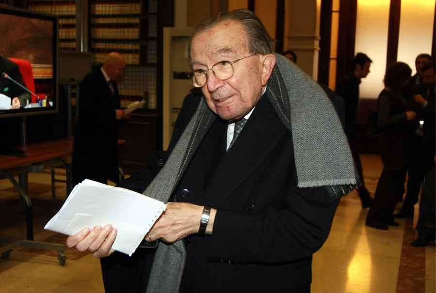 Morto il senatore a vita Giulio Andreotti, aveva 94 anni. Niente funerali di stato