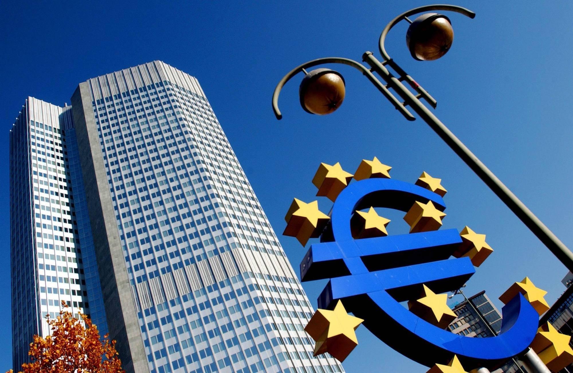 "Crisi, Pil in caduta libera: Moody's: ""Ripresa a rischio nell'Ue"""
