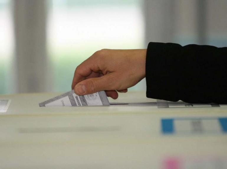 Comunali 2013, grande astensionismo: vince il centrosinistra, crollo M5S. A Roma ballottaggio Marino – Alemanno