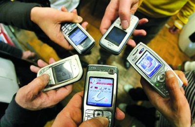 Italiane dipendenti dal cellulare: il 29% lo guarda anche durante il sesso