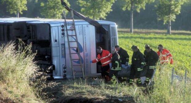 Si ribalta pullman di tifosi a Brescia: un morto e 20 feriti