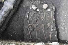 """L'amore che sfida il tempo: """"Romeo e Giulietta"""", una coppia di amanti medievali scoperti in Romania"""