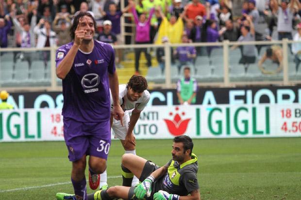 La Fiorentina vince e manda in B il Palermo, si salva il Genoa. Posticipo: Milan-Roma 0-0
