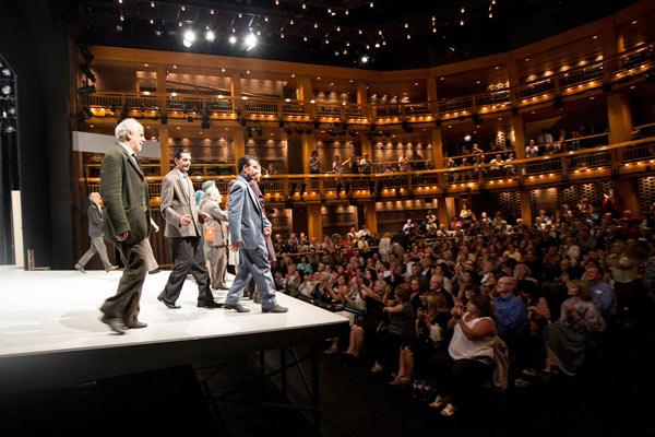 """Trionfo di Toni Servillo al  Chicago  Shakespeare Theater con """"Le voci di dentro"""""""