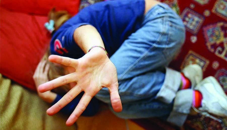 Salerno: padre filma i figli, vittime dei suoi stessi abusi