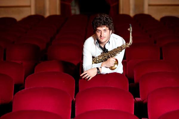 Francesco Cafiso Festeggia i suoi 15 anni di carriera con concerti in tutta Italia e all'estero