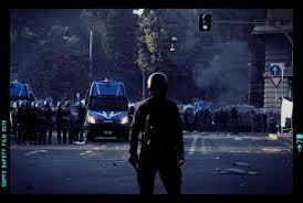 La provocatoria richiesta della Polizia: un monumento per le violenze al G8 di Genova