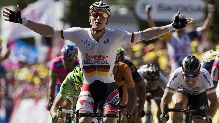 """Tour de France: Greipel """"il Gorilla"""" trionfa a Montpellier, Daryl Impey scrive la storia della maglia gialla!"""