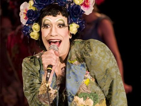 Al Teatro Franco Parenti, Il giardino dei ciliegi si coniuga al femminile: Il Giardino delle Ciliegie