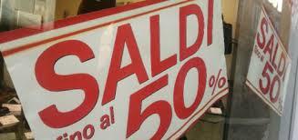 Napoli: iniziano i saldi. Occasione o fregatura? Nel frattempo i negozi sono vuoti…