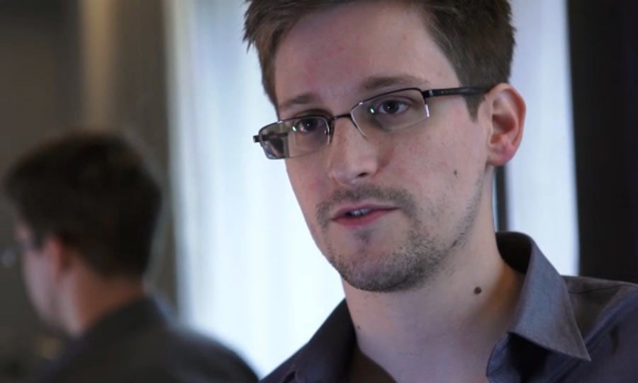Russia: Snowden chiede l'asilo politico