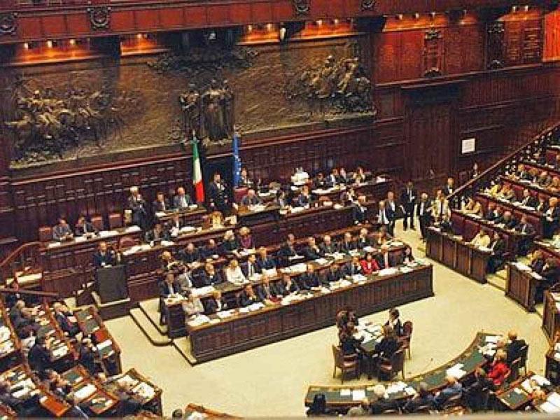 Votata la fiducia al Dl del fare, nonostante ostruzionismo di M5S. Napolitano a Bertinotti nessun blocco politico