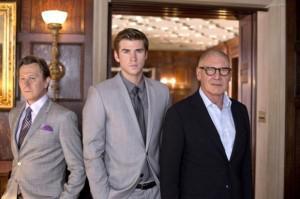 Il potere dei soldi: trailer italiano con Liam Hemsworth bersaglio mortale di Gary Oldman ed Harrison Ford