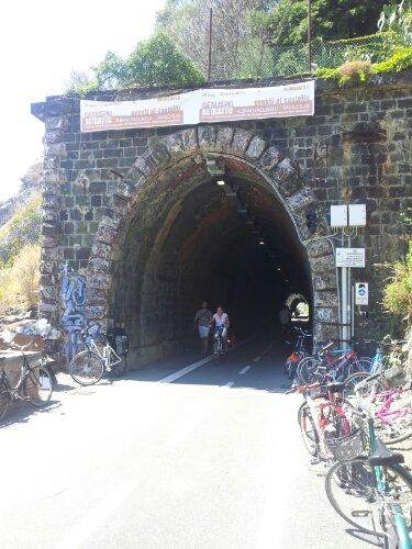 Marco Invernizzi raggiunge Viareggio e parla delle piste ciclabili!