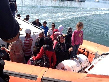 Neonata di 4 giorni e 350 profughi salvati a Siracusa