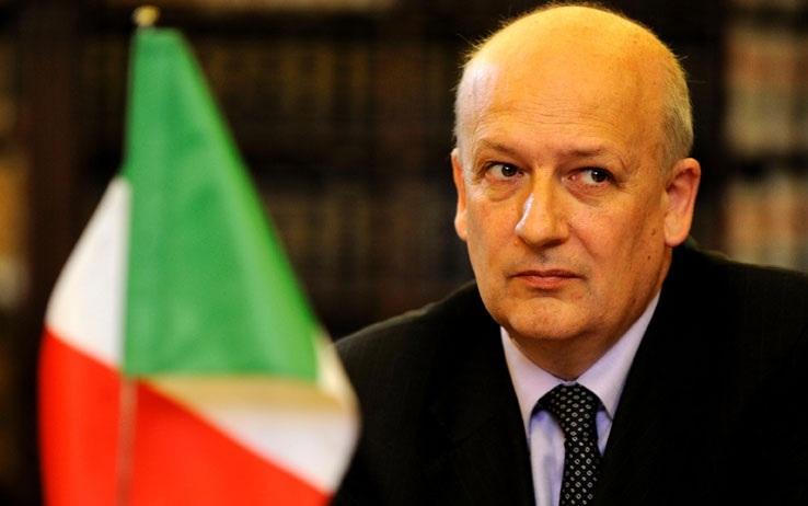 Massima allerta nel Pdl e Berlusconi dice: tenetevi pronti a tutto. Bondi: presto rivolta civile. Chi salverà L'Italia?
