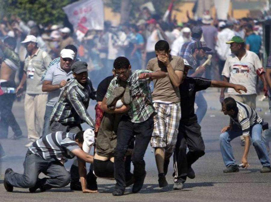 E' Guerra civile in Egitto. La polizia spara sulla folla: centinaia i morti. Stato di emergenza