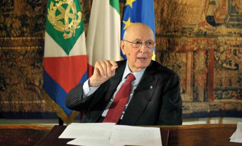 """Napolitano sul caso Berlusconi:""""Condanna definitiva, va accettata"""" La grazia va richiesta"""