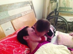 Bimbo risveglia mamma dal coma