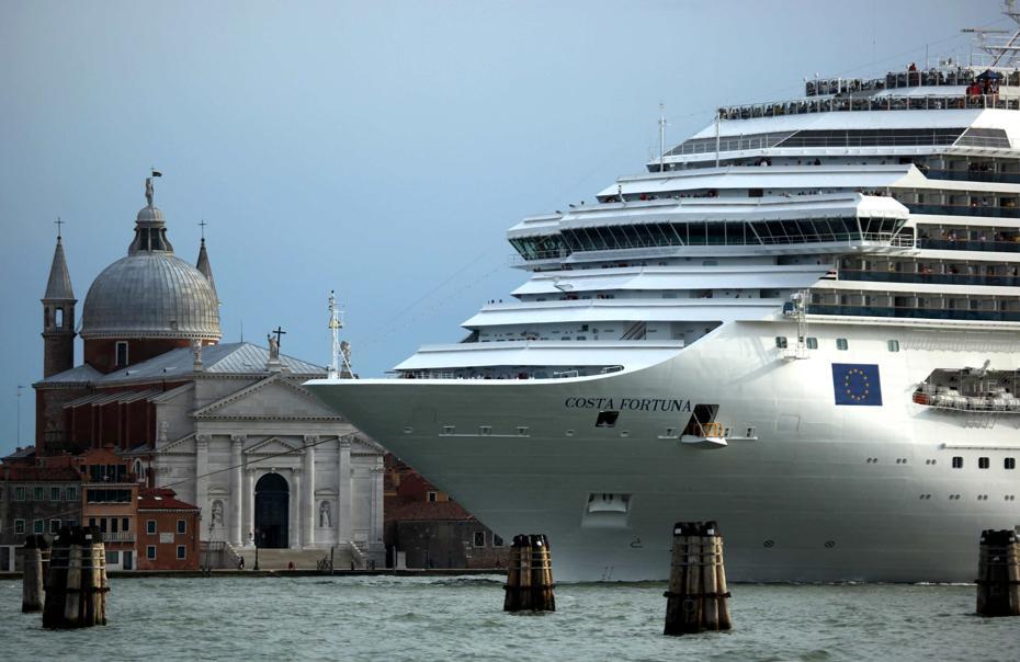 Venezia e l'invasione delle 'grandi navi' in laguna: un bene o un male?