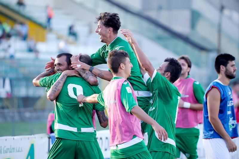 Avellino, a sorpresa in testa, raggiunge l'Empoli.
