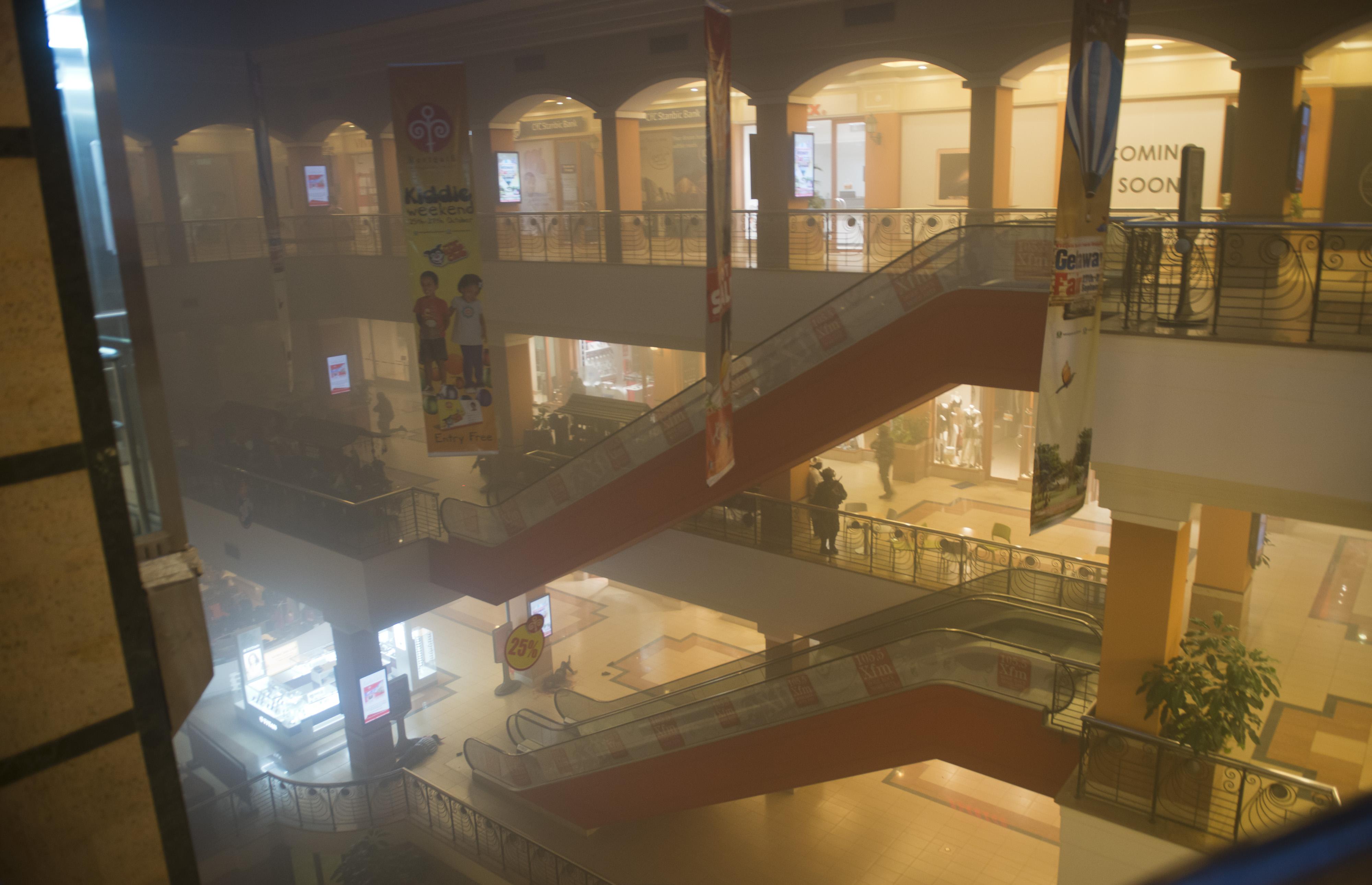 Nairobi, strage nel Westgate mall, 62 vittime. Ministro interno: 'jihadisti sono in trappola'