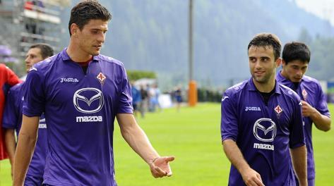 I viola affondano il Genoa. Doppietta di Rossi e Gomez