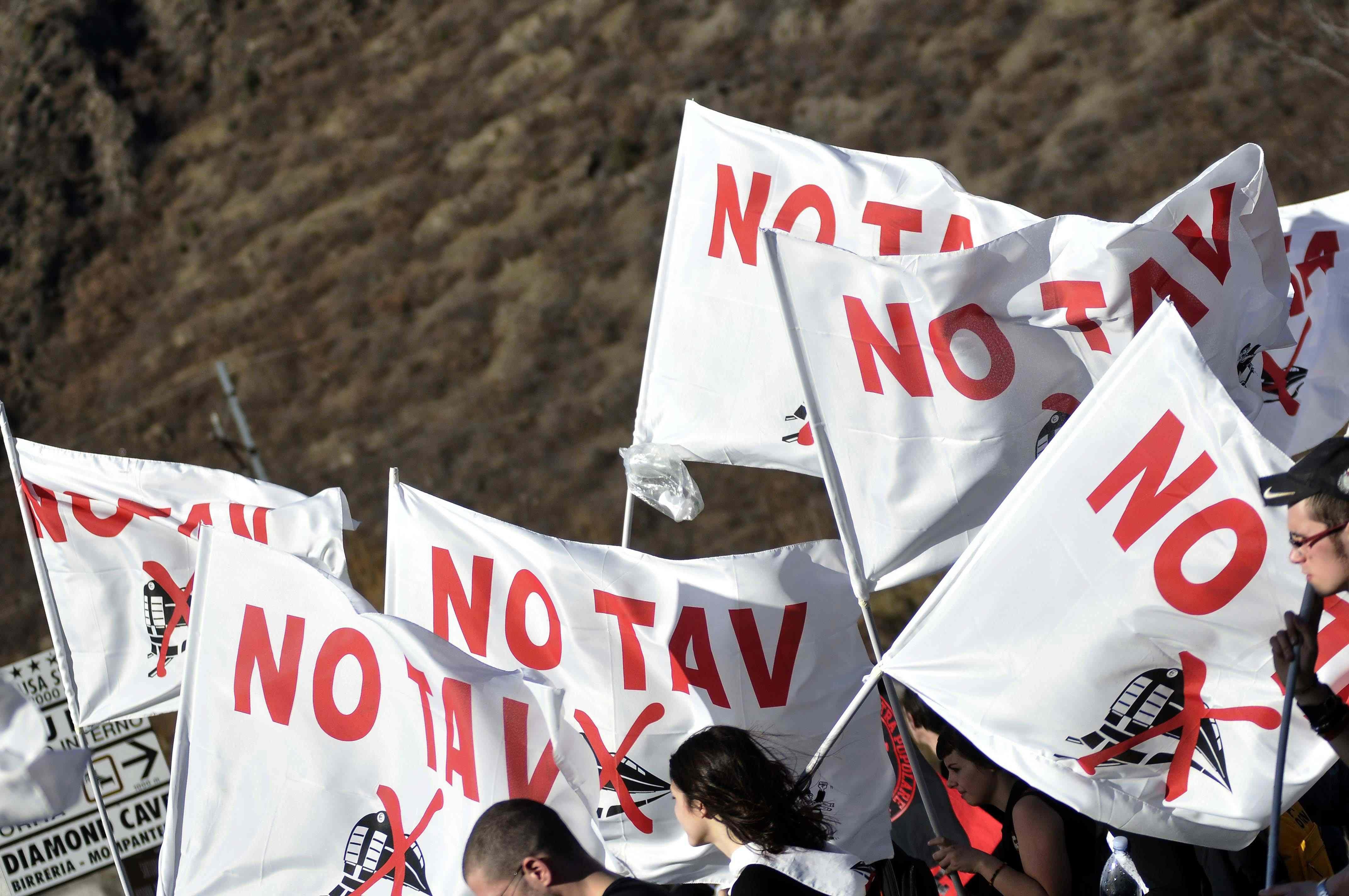 Le nuove Br appoggiano i No Tav e sfidano il Viminale. Alfano: 'La Tav si farà'.