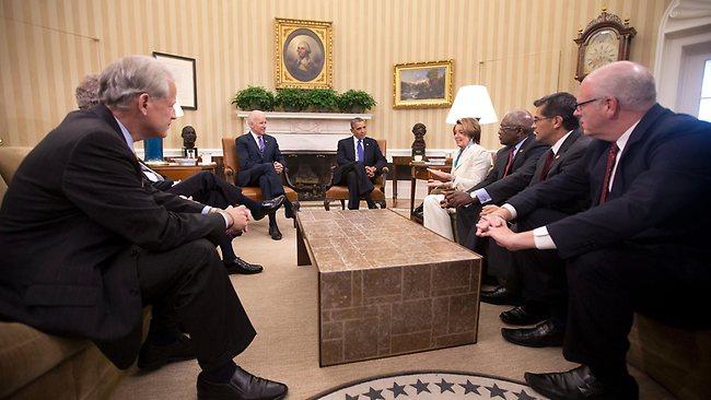 Stati Uniti: Obama firma l'accordo evitando il default