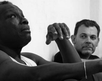 """Mamadou Dioume, regista di  """"Che la terra vi sia leggera"""",  ci parla del suo lavoro teatrale"""