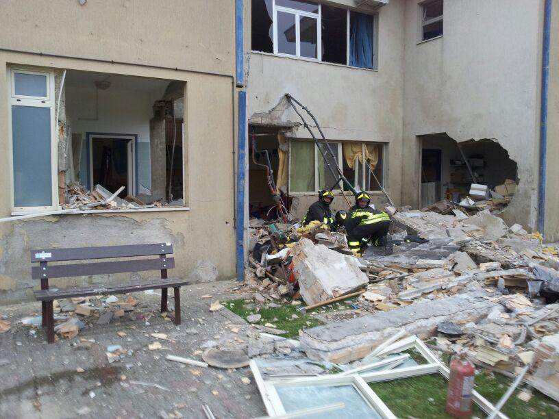 Esplosione in scuola materna a Piano d'Accio. Sfiorata la tragedia