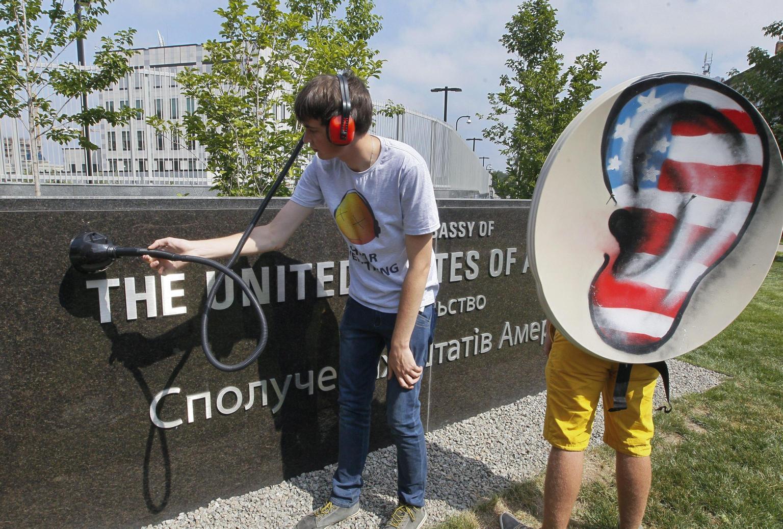Datagate: Angela Merkel veniva spiata da anni. Washington grida: 'stop watching Usa'