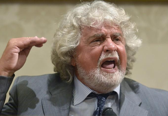 Blitz di Beppe Grillo in Senato