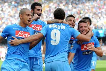 Napoli e Juve non tradiscono, Milan e Lazio pareggiano. Colpo del Bologna a Cagliari