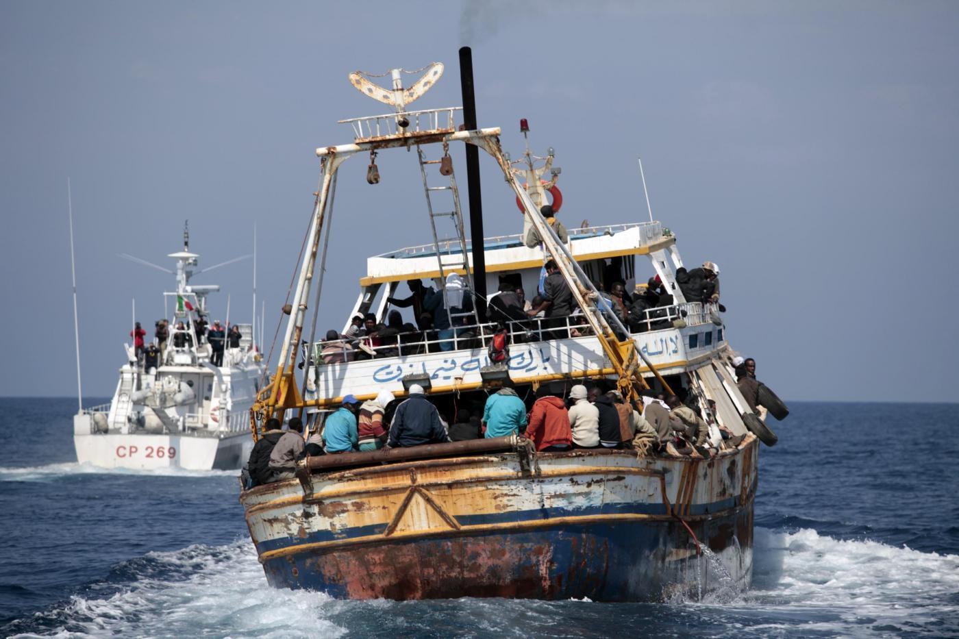 Lampedusa, la tragedia si ripete: si rovescia barcone con 250 clandestini, 34 morti