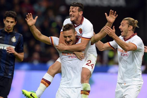 La Roma non si ferma più. Vincono Napoli e Juve, sale il Verona. Lazio-Fiorentina 0-0