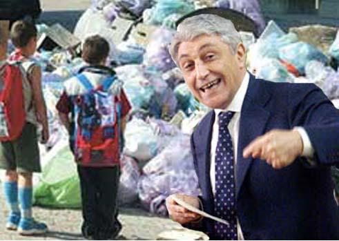 Concluso processo gestione irregolare dei rifiuti in Campania: assolto Bassolino