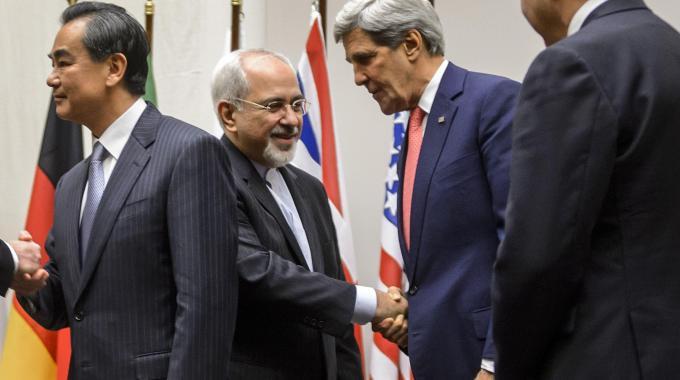 Nucleare Iran: l'Iran e le grandi potenze hanno sei mesi per un accordo completo