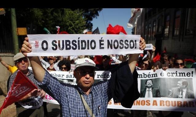 Portogallo: il governo rinforza l'austerità nonostante la protesta popolare