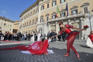 Piazza Montecitorio, performance teatrale contro il femminicidio