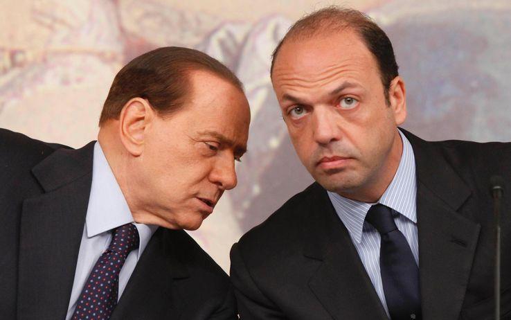 Berlusconi: ultimo appello ad Alfano per l`unita´del Pdl. Ma e´scontro sulla legge di stabilita´