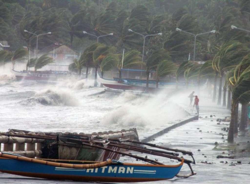 Filippine: paese in ginocchio dopo il tifone Haiyan, forse italiani tra i dispersi