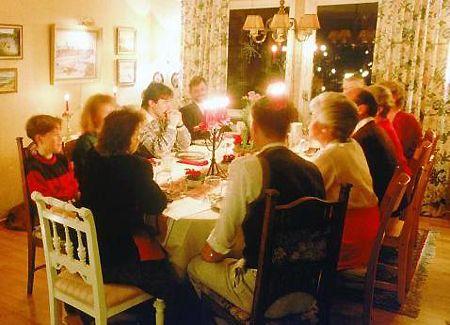 """Disturbi digestivi delle feste: Non è colpa del cenone, non """"digerisci"""" i parenti"""