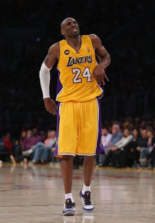 Basket NBA: Nuovo infortunio pert Kobe bryant, fuori sei settimane
