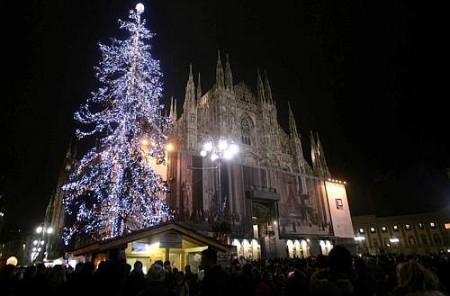 Milano si prepara al Capodanno in Piazza Duomo con Elio e le Storie Tese. All'erta per i senzatetto