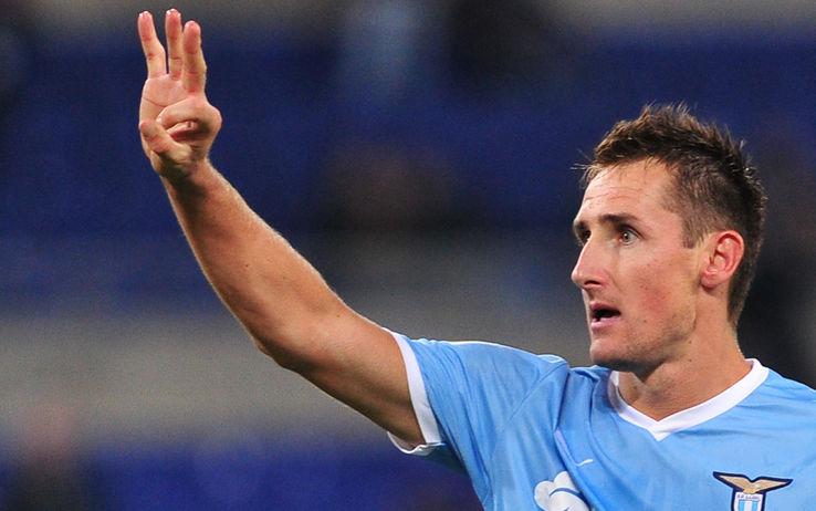 Ritorna Klose e la Lazio vince. Doppietta del tedesco sul Livorno