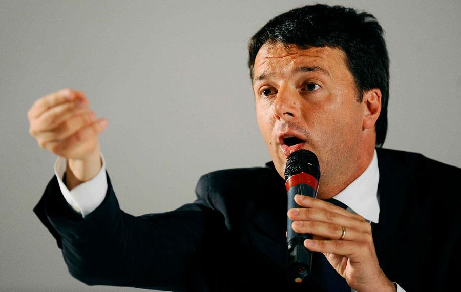 Renzi attacca Grillo e lancia un appello agli elettori: «Non votate i buffoni»