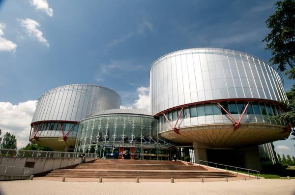 Strasburgo condanna l'Italia in (cog)nome della madre