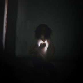 """""""Elle est la #4"""" al Teatro Piccolo Bellini di Napoli: il corpo tra la vita e la morte"""